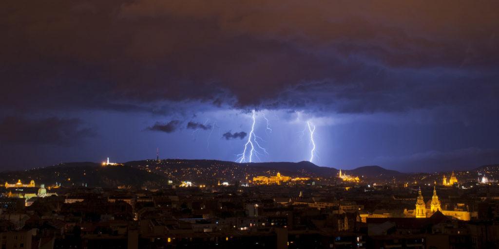 viharvadászat  villámfotózás hogyan  Budapest villámok felhők ég