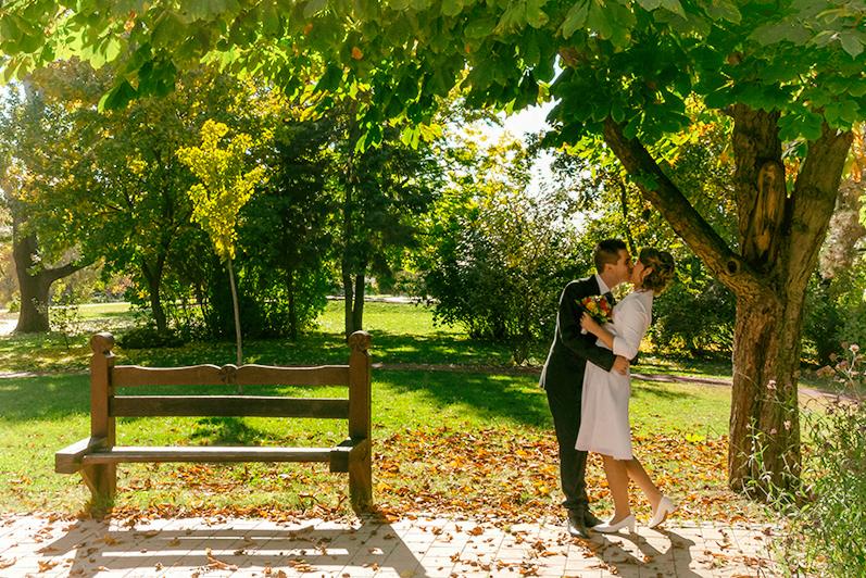 esküvőfotózás tippek trükkök csók vőlegény menyasszony ősz szerelem házasság
